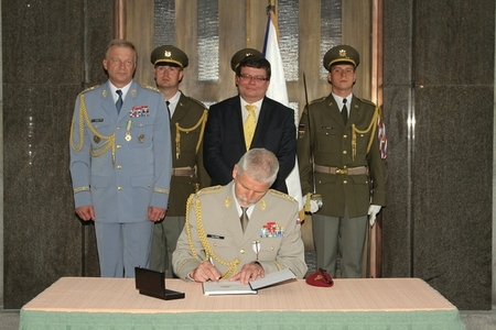 Lieutenant General Petr Pavel signs the change of command protocol