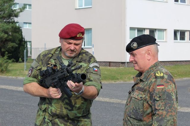 General Gurnik presenting a Czech made CZ 805 BREN attack rifle to General Jacobson