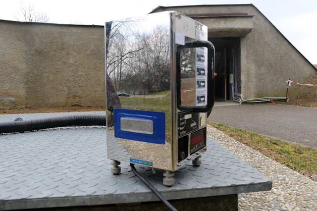 A monitoring box for airborne radiation
