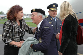 Ms. Yveta Hlasecka and General Tesarik welcome veterans at Prague-Kbely military airport (1)