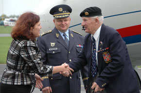Ms. Yveta Hlasecka and General Tesarik welcome veterans at Prague-Kbely military airport (2)