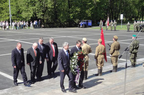 Homage to late Red Army soldiers in Ostrava (1)