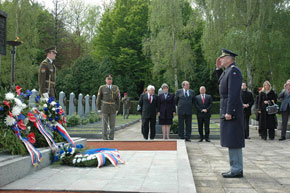General Picek pays tribute to heroes who rest in Prague
